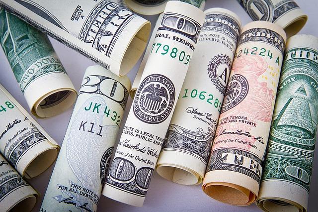 srolované bankovky