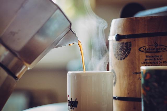 káva v konvici