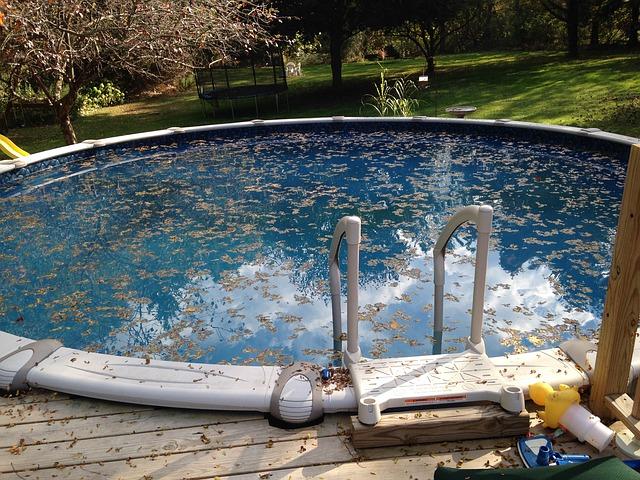 zanedbaný bazén.jpg