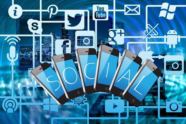 sociální média v mobilech