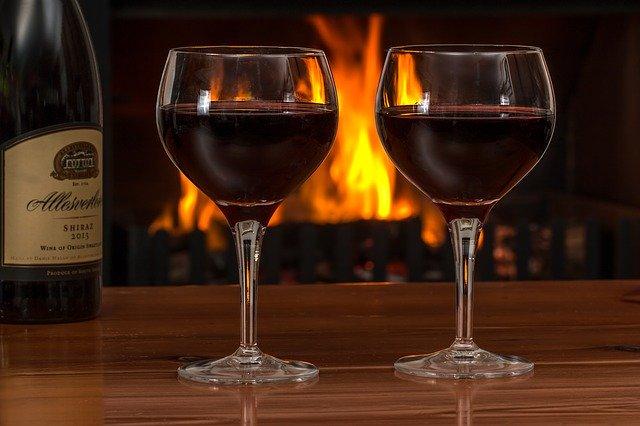 víno a sklenice.jpg