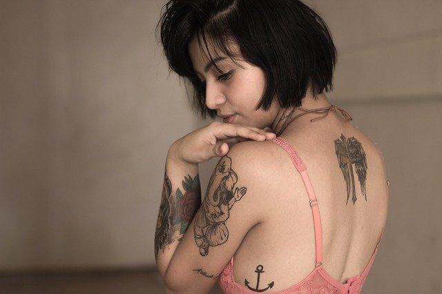 Žena, tetování, móda